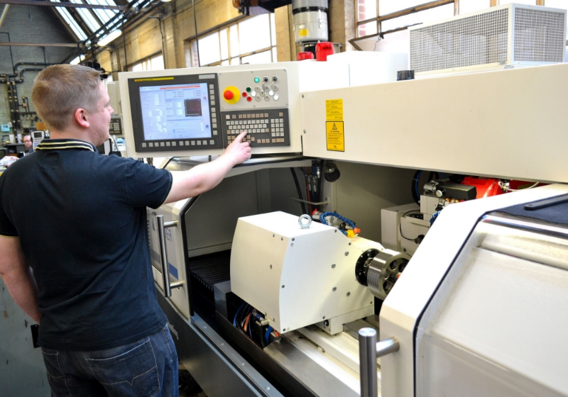 Studer have developed a special software to facilitate gauge grinding on Threadmaster's S33