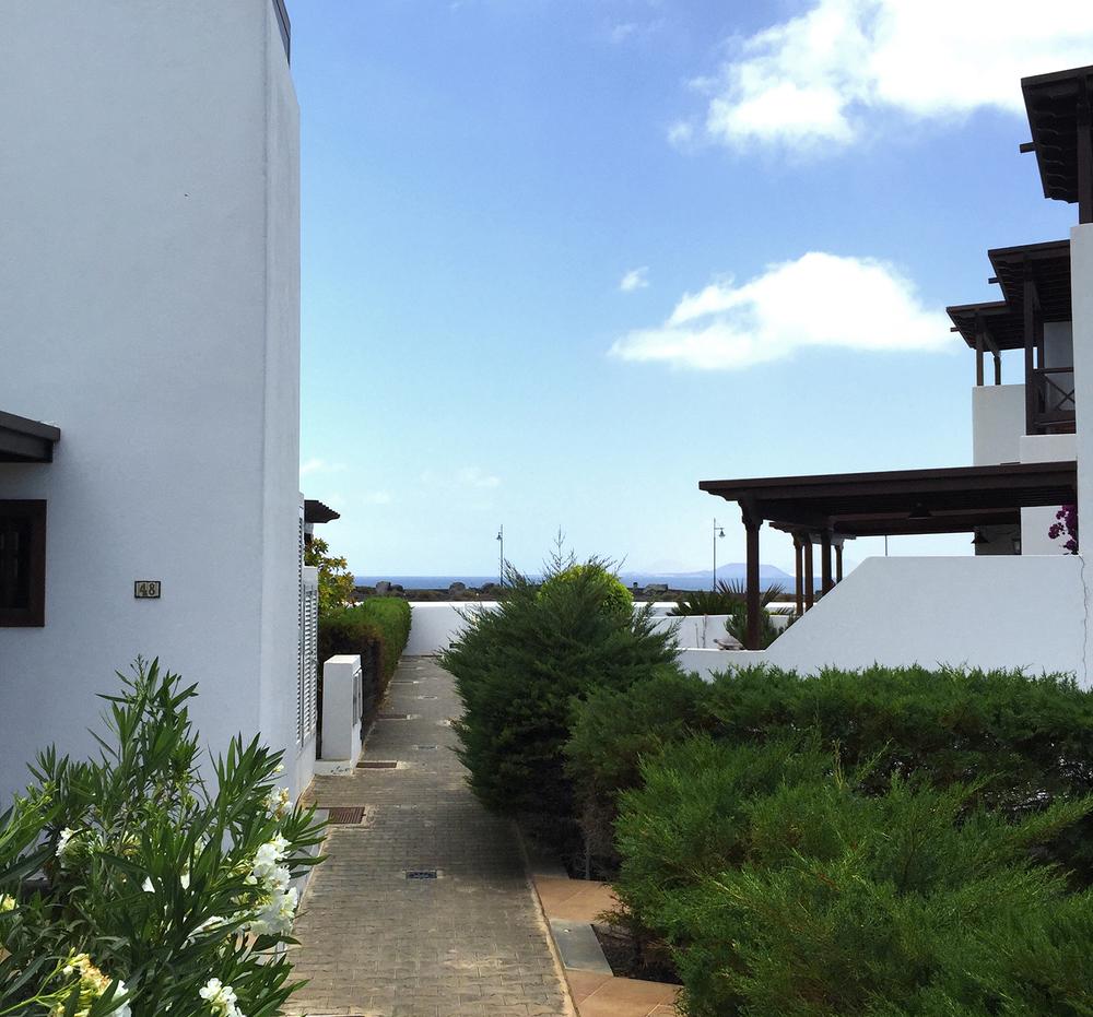 Salida al paseo marítimo / exit to the promenade