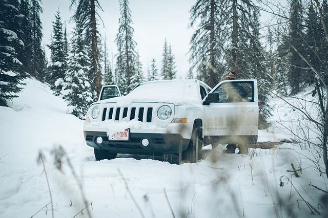 When you put your rental car through the ringer and abandon it on the side of a mountain for 3 days... . . #nomad #travel #colorado #creede #mountains #winter #snowchella #jeep #adventure #sanjuanmountains #snow