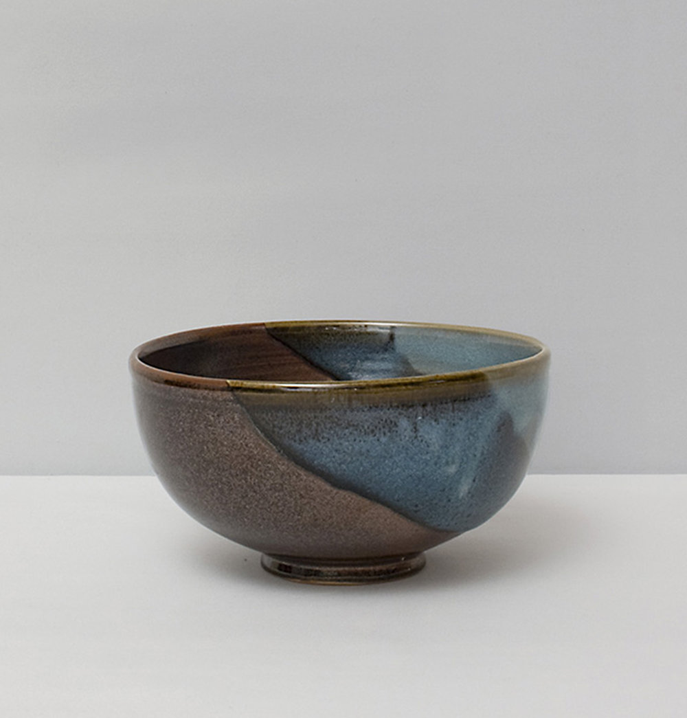 Grand bol en grès, brun et bleu