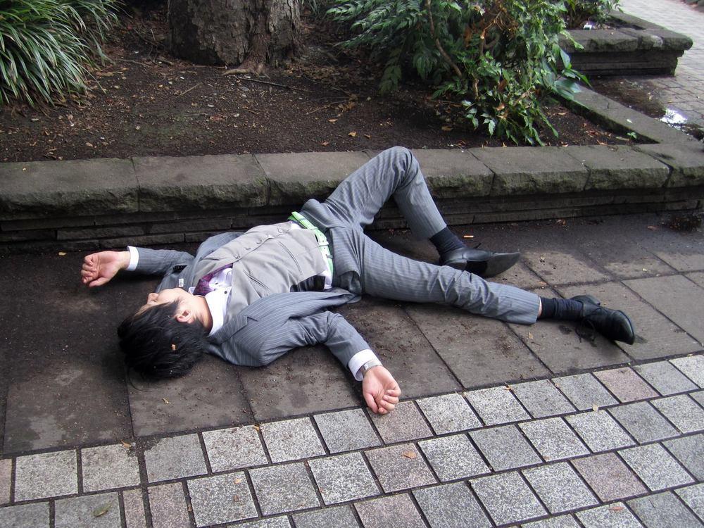 Drunk-Japanese-Salarymen-Failed-at-Getting-Home-0017.jpg