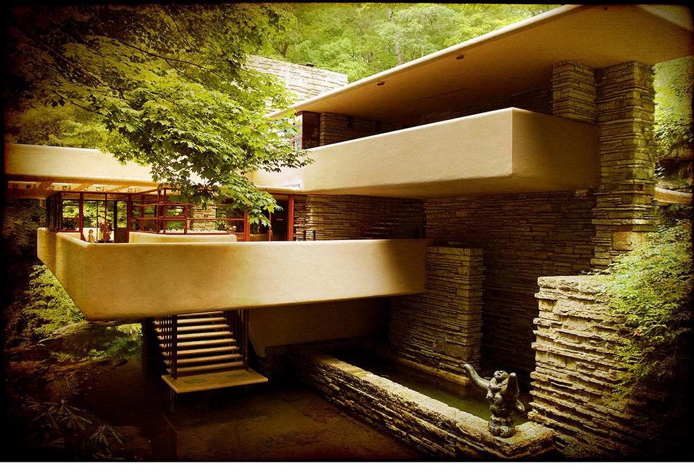 Frank-Lloyd-Wright-Fallingwater-1.jpg