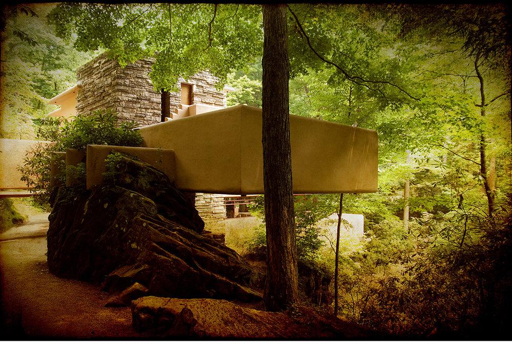 Frank-Lloyd-Wright-Fallingwater-2.jpg