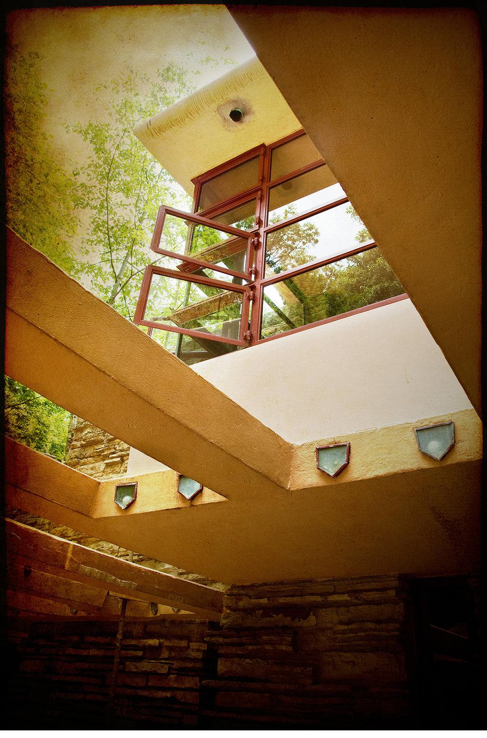 Frank-Lloyd-Wright-Fallingwater-3.jpg