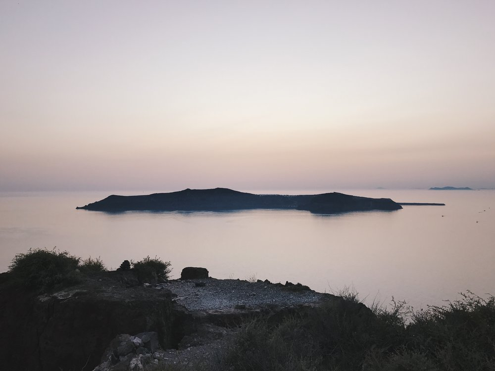The view from Skaros Rock at dusk