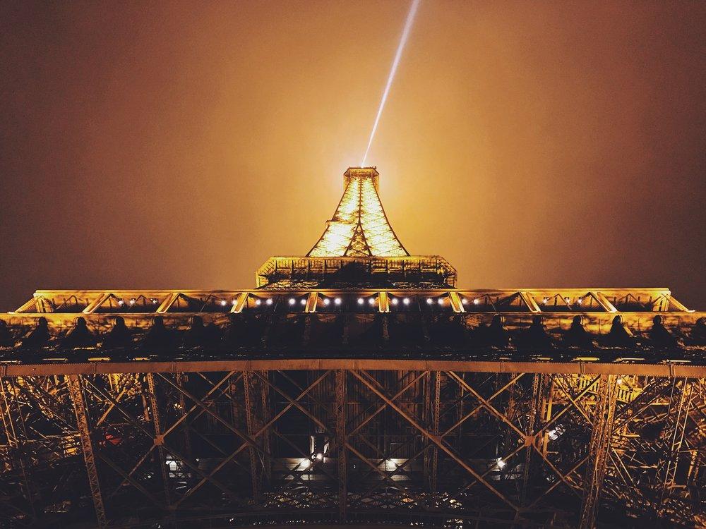 Tour Eiffel  from below