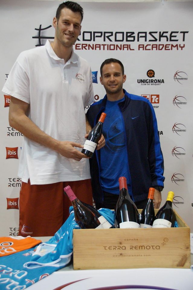 Jason Benadretti pictured with Brad Kanis, Director of Europrobasket