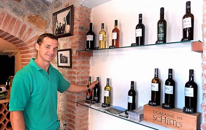 mikael-montre-la-gamme-des-vins-du-domaine-des-schistes_455720_657x414p.jpg