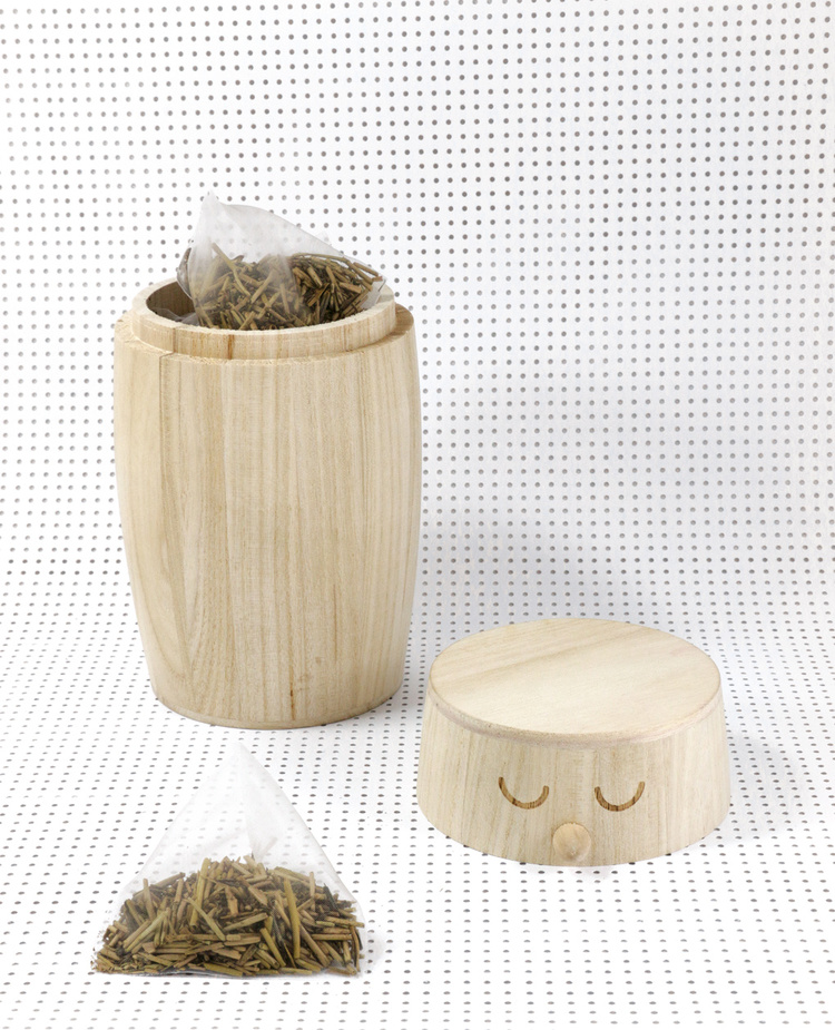 Studio Arhoj little bird jar makes a great loose leaf tea storage container. Carved from the sustainable Princess Tee and engraved with eyes and logo at the bottom.