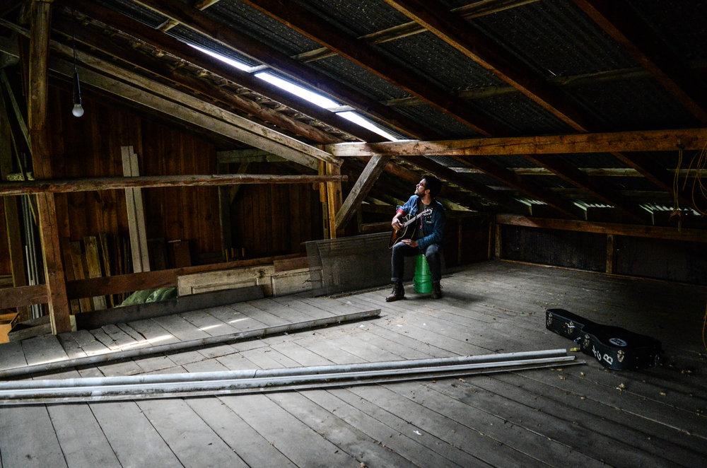 Kalob in a Barn-3.jpg