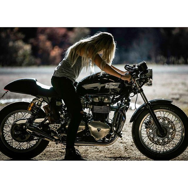 I-know-you-want-it-Happy-weekend-Rider-@jessica_haggett-of-@thelitas_-thruxton-weekend-caferacer-mot.jpg