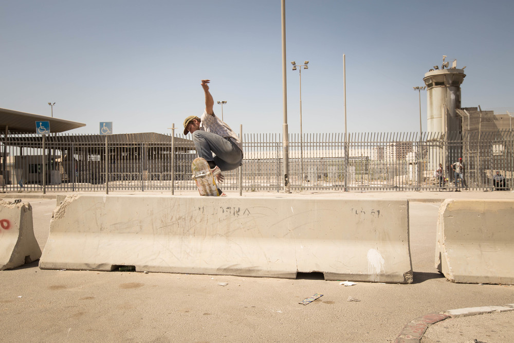 Switch wallie at Qalandia checkpoint, 2015. Photo: Emil Agerskov