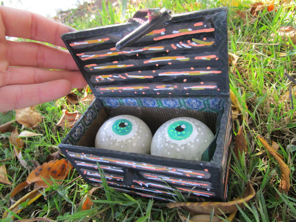 eyes in a box2.JPG