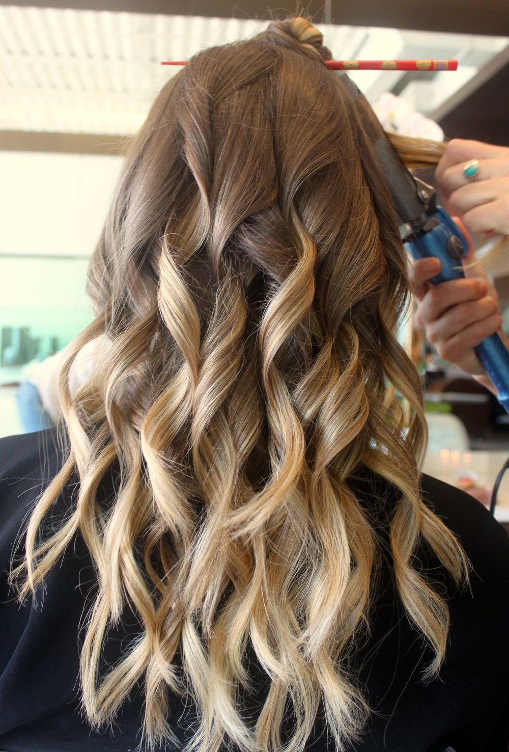 Hair_Color_By_Carlos-loose_curls-bronde-bayalage.jpg