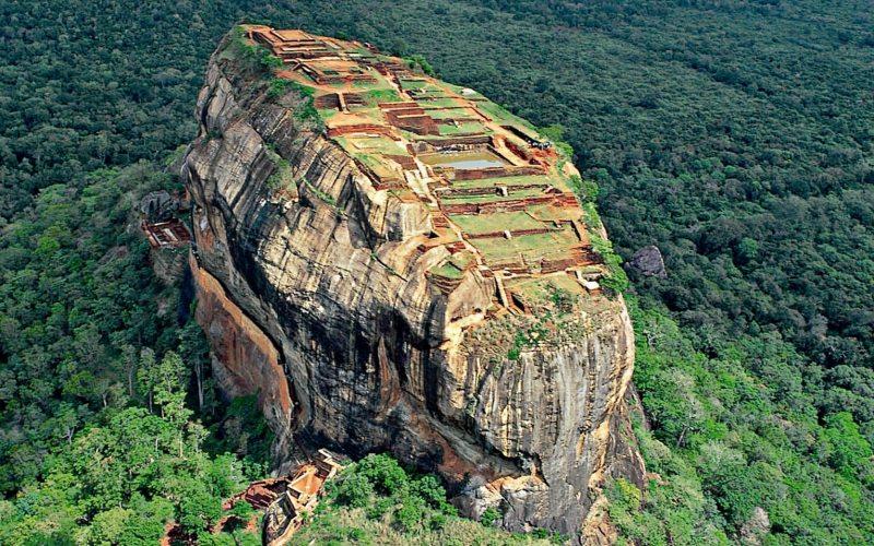 Sigiriya rock fortress, Kandy, Sri Lanka.jpg
