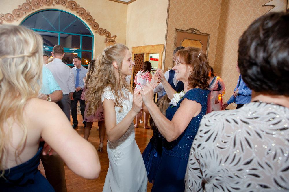 Ventosa-Vineyards-Geneva-NY-wedding-5712.jpg