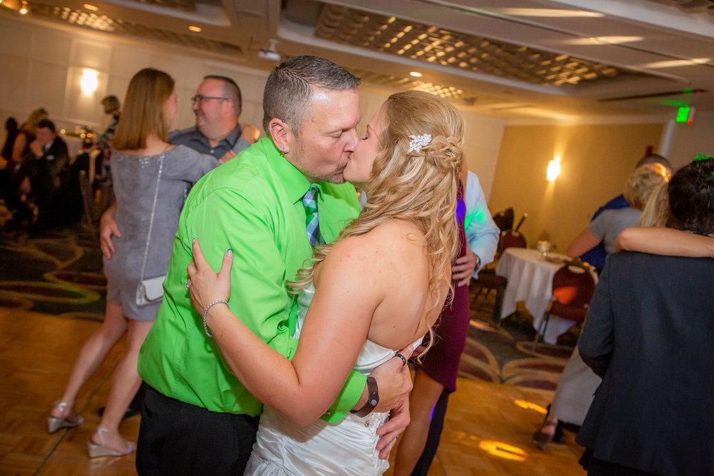 Raddison-Hotel-Corning-NY-Wedding-4761.jpg