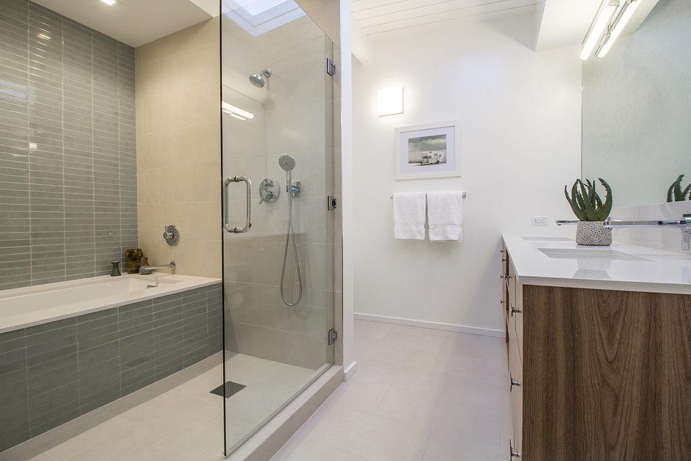 18 Bath 1 Wide.jpg