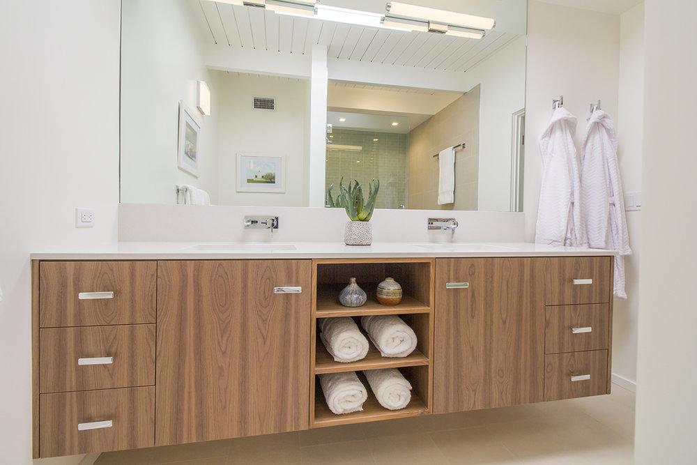 19 Bath 1 to vanity.jpg