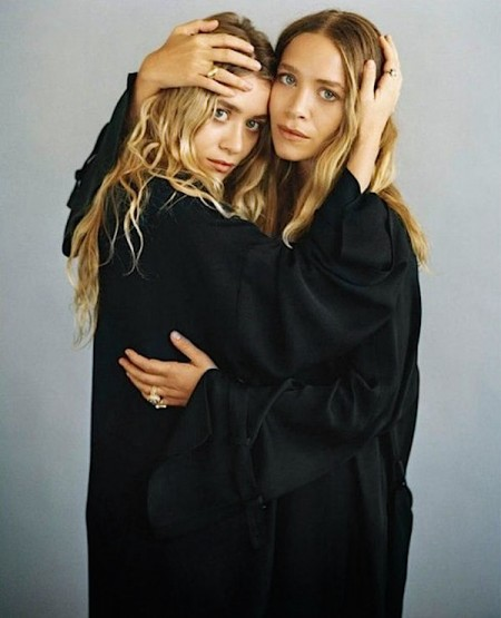Olsens-Anonymous-Blog-Mary-Kate-Ashley-Olsen-Vogue-Germany-November-All-Black-Hugging