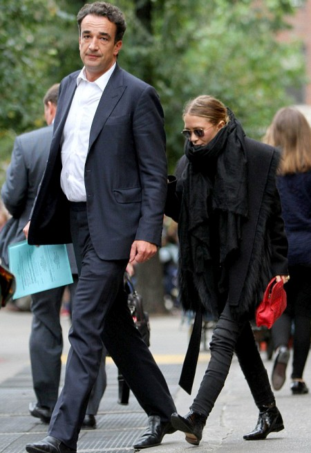 Olsens-Anonymous-Blog-Mary-Kate-Olsen-Olivier-Sarkozy-New-York-City-All-Black-On-Black-Fur-Bottega-Veneta-Bag-Boots