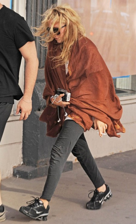 Olsens-Anonymous-Blog-Mary-Kate-Olsen-Workout-Style-Inspiration-Red-Orange-Wrap-Scarf-Sweatpants-Nike-Sneakers-Candid