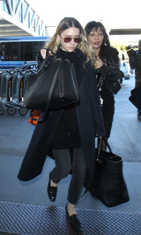 Olsens-Anonymous-Blog-Airport-Style-Inspiration-Ashley-Olsen-Minimal-At-Lax-Long-Wavy-Hair-Aviator-Sunglasses-Dark-Coat-The-Row-Bags-Gre