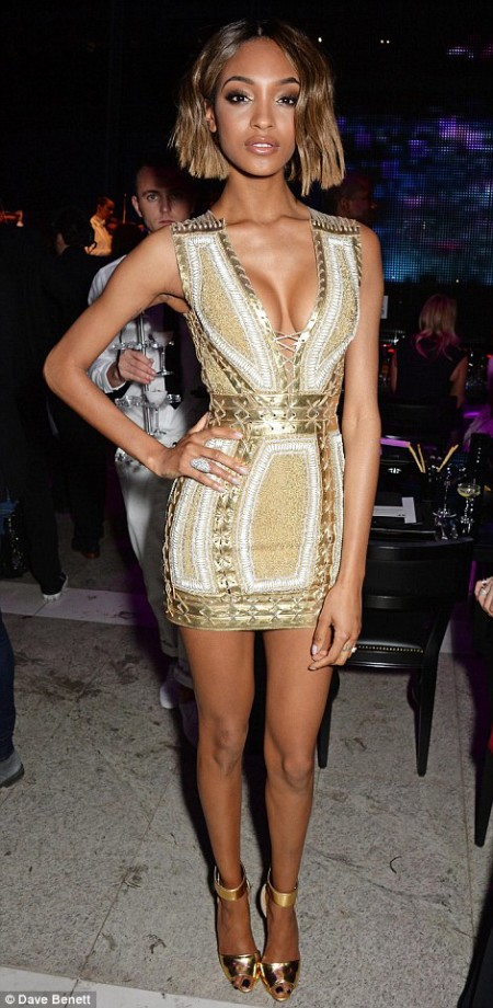 260D545900000578-2967388-Mixing_it_up_She_later_changed_into_a_golden_bodycon_dress_which-m-114_1424814018833