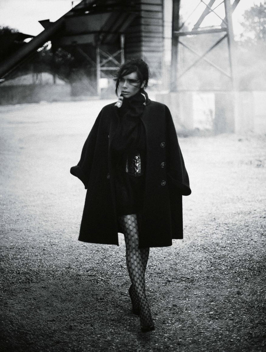victoria-beckham-by-boo-george-for-vogue-germany-november-2015-05.jpg