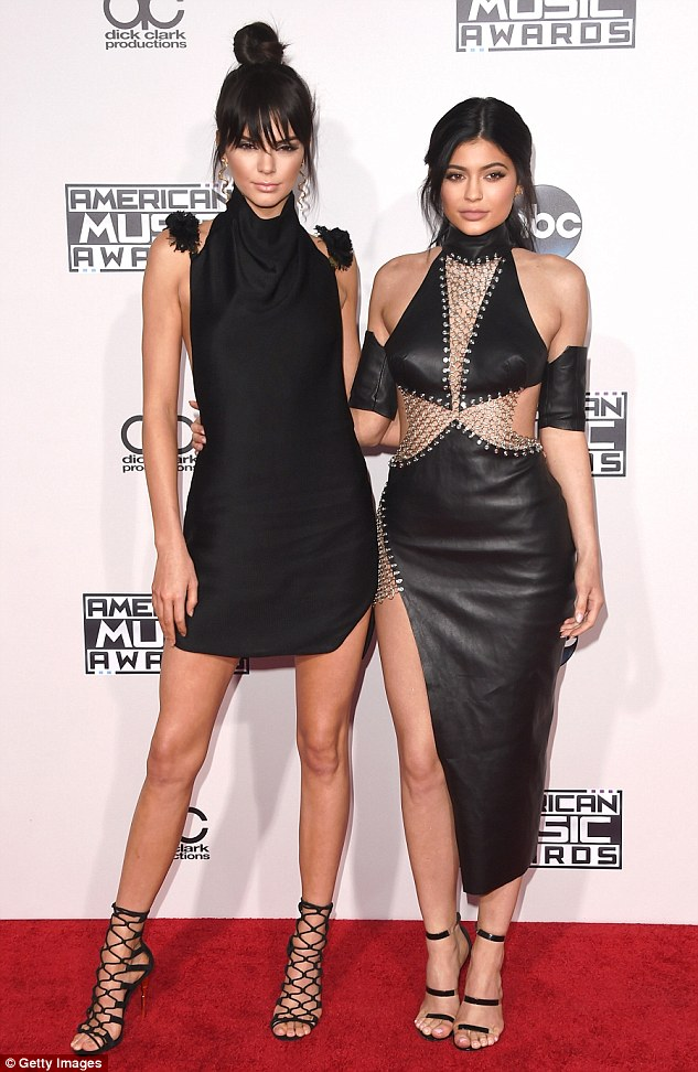 2EB5AD7200000578-0-Coordinating_Kendall_Jenner_and_sister_Kylie_looked_amazing_in_f-a-78_1448422701965.jpg