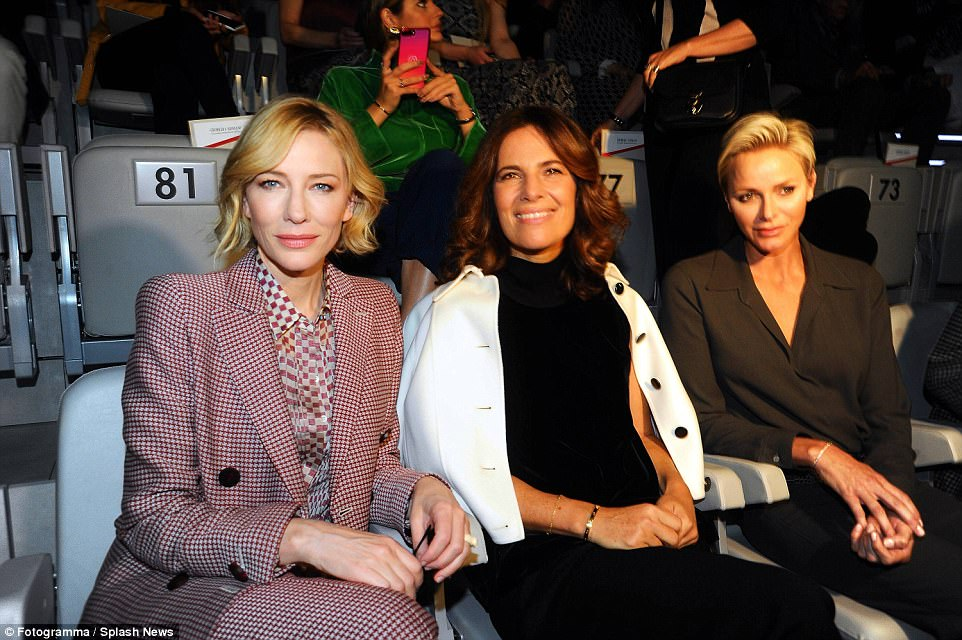 4496318C00000578-0-She_and_Roberta_were_joined_on_the_front_row_by_the_Oscar_winnin-a-68_1506091171811.jpg
