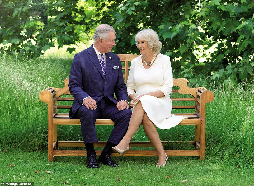 7422708-6495827-The_Prince_of_Wales_and_Duchess_of_Cornwall_also_released_a_card-a-105_1544786519559.jpg