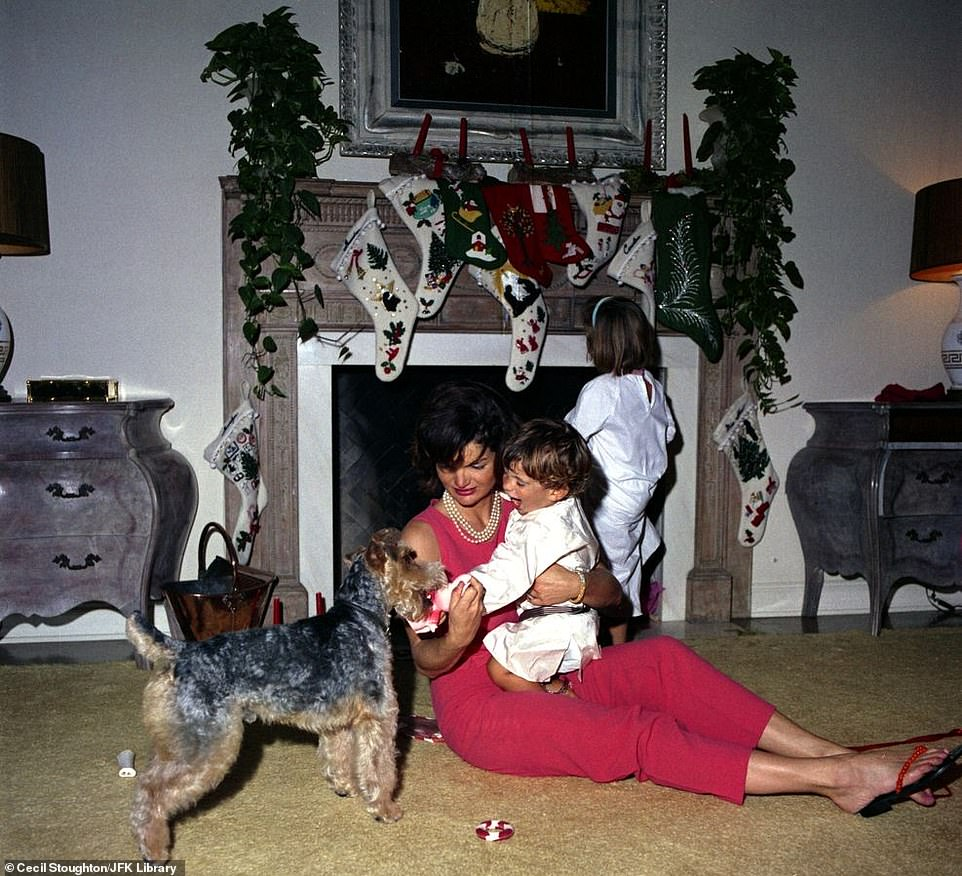 7433804-6497033-John_F_Kennedy_Jr_looks_delighted_by_the_family_dog_Charlie_on_C-a-17_1545748947790.jpg