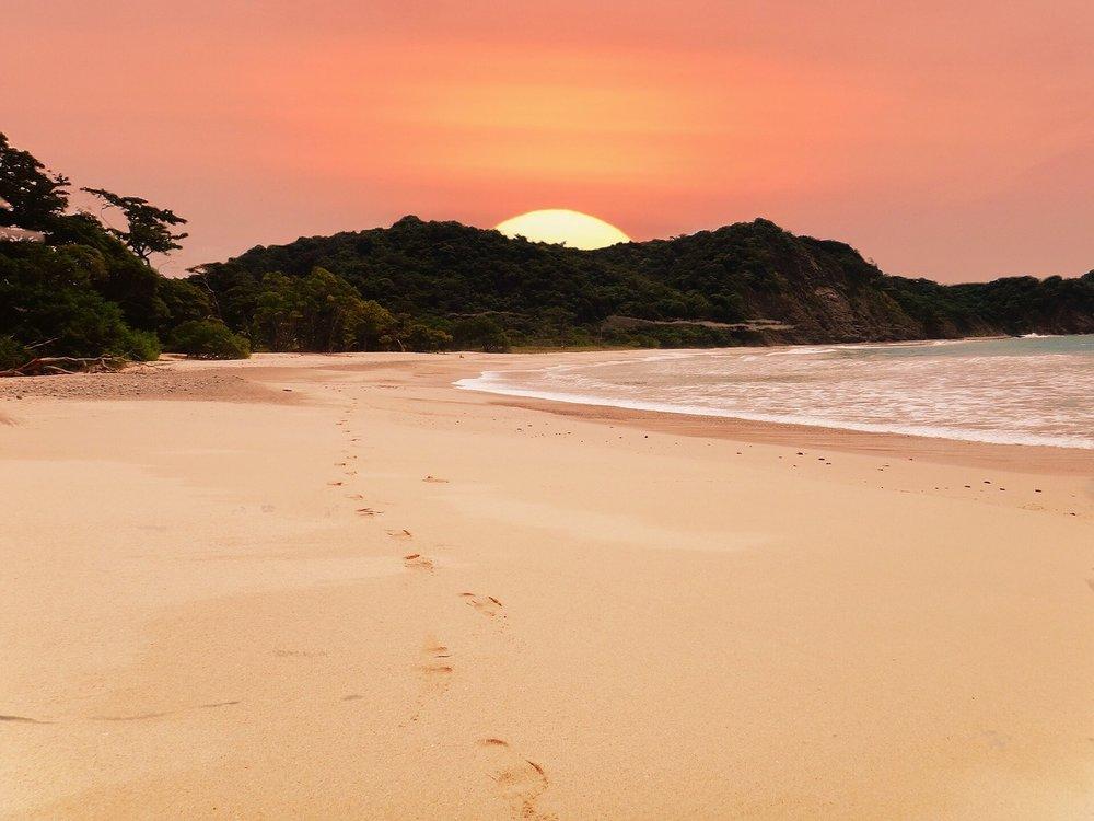 beach-2580656_1280.jpg