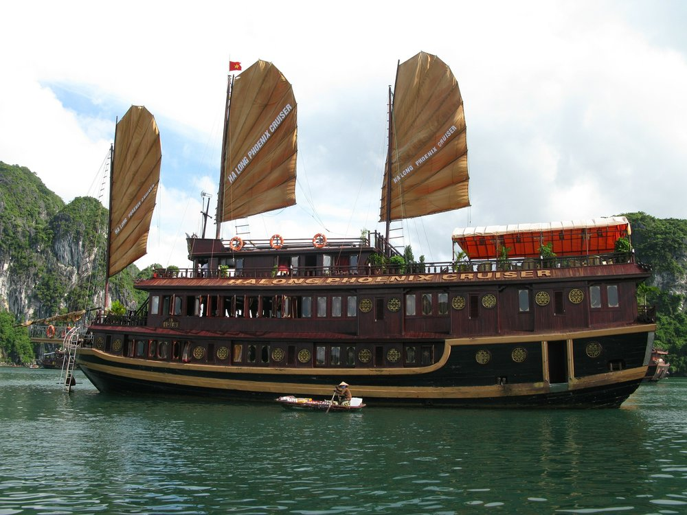 ha-long-bay-85675_1920.jpg