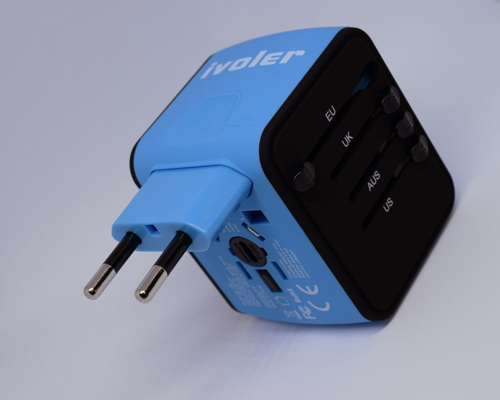 travel-adapter-3320765_1920.jpg