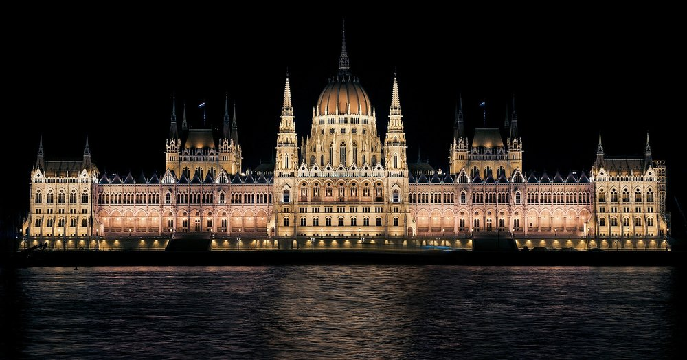 hungarian-parliament-335130_1920.jpg