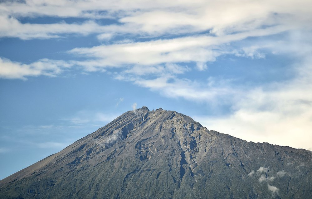 mountain-2057965_1920.jpg