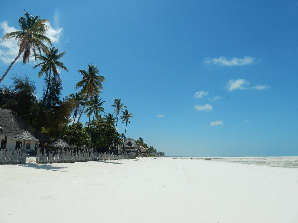 beach-2036446_1920.jpg