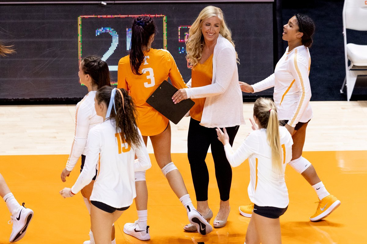 Episode 24 Coach Eve Rackham Of University Of Tennessee Volleyball Acanela Expeditions