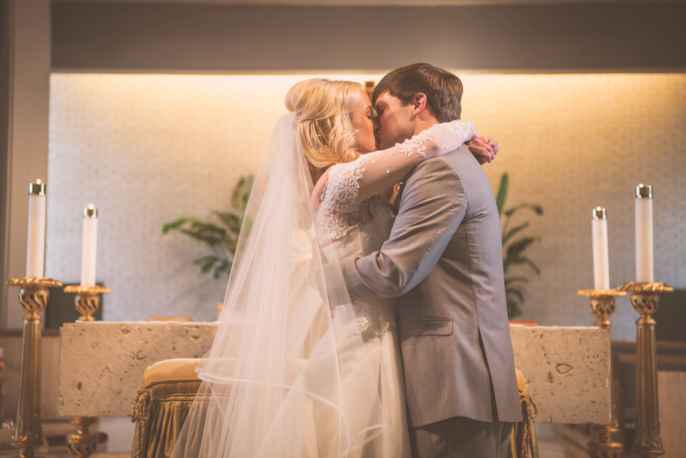 Caroline & Robert first kiss (10 of 1).jpg