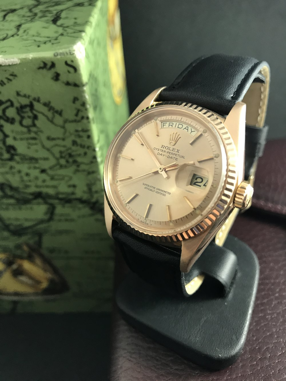 Rare rose gold case. Very good condition for 18K gold of it's age.
