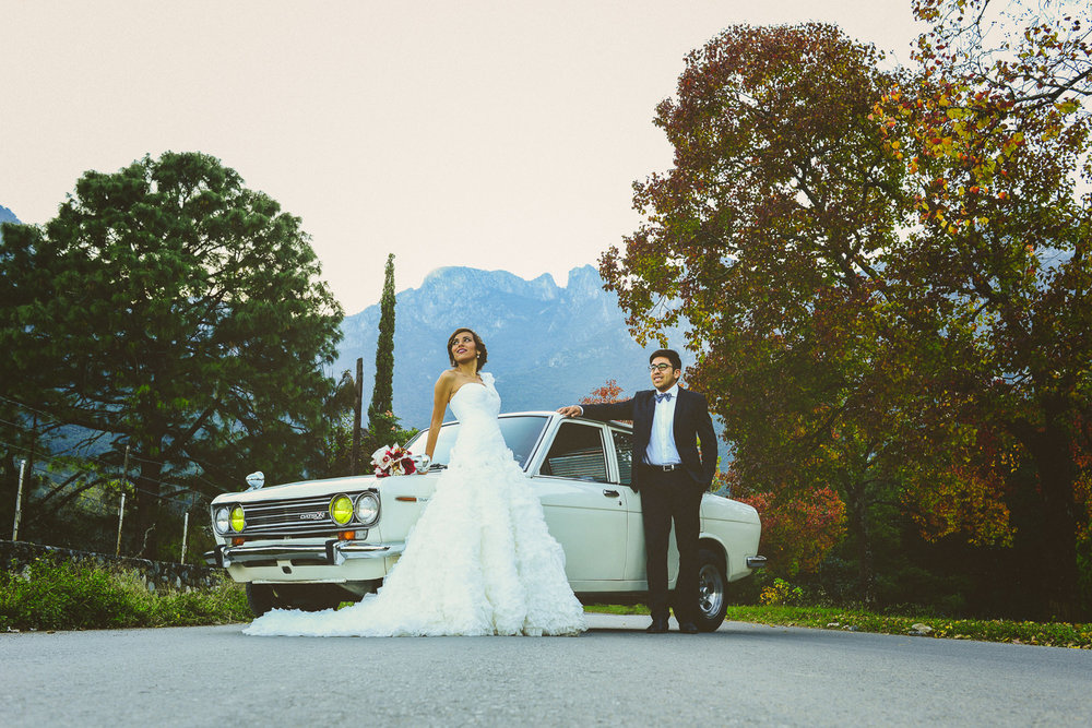 fotografo de bodas mexico - old classic car wedding photographer