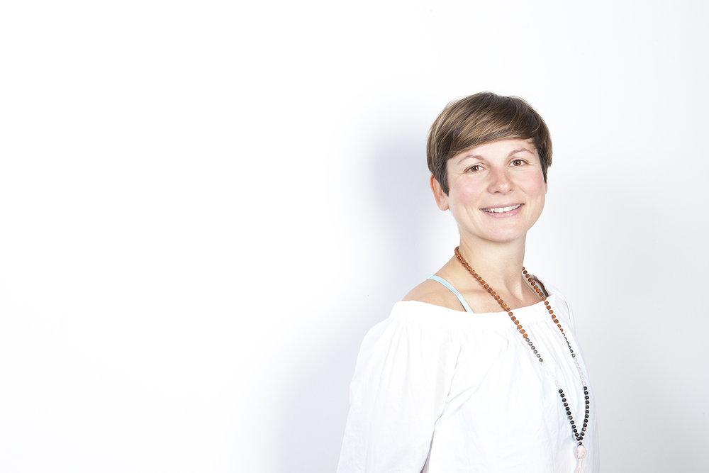 Tina Rumenović - Power Yoga