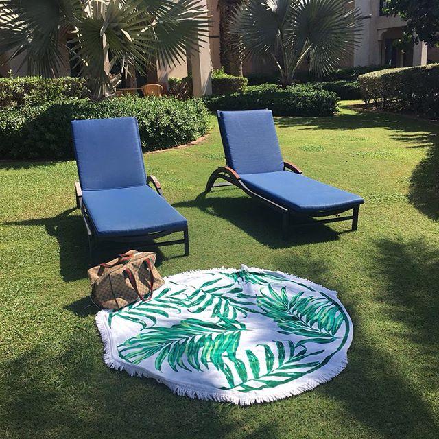 Sundaze.... 😊 #Sunday #weekend #round #towel #sunshine #australia #palmtrees #palms #beverlyhills #sunbed #sunbedtime