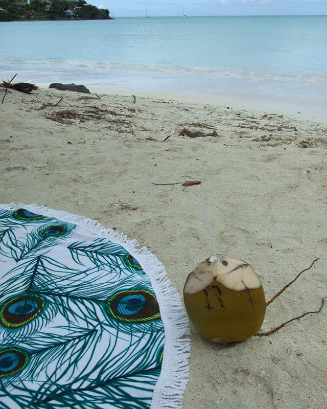 Caribbean coconut dreams... 🍸💖☀️🍉#roundie #towels #roundtowel #peacock #coconut #cocktail #sandybeach #seaside #caribbean #ocean #tanning
