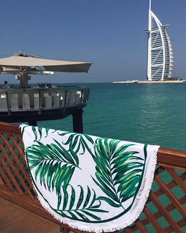 Blue sky, turquoise sea, worlds tallest hotel. Only in #dubai 🍸☀️😎👍🏻👙 #sunshine #Tropicana #holidays #roundie #palm #palms #palmprint #cocktails #bikini #summertime