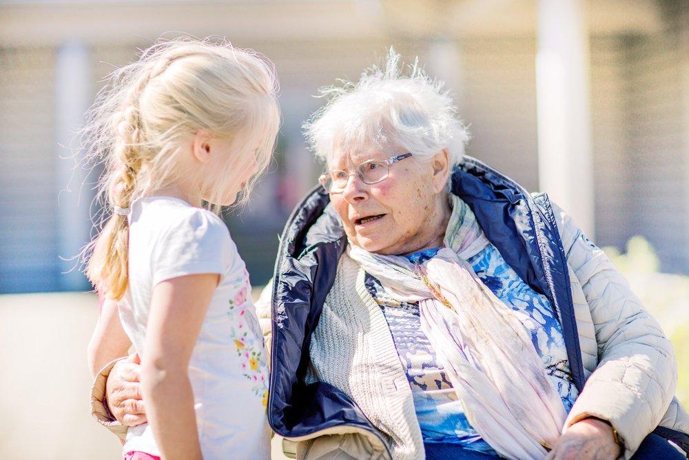 Generasjonssang skaper gledesfylte møter mellom små og store!