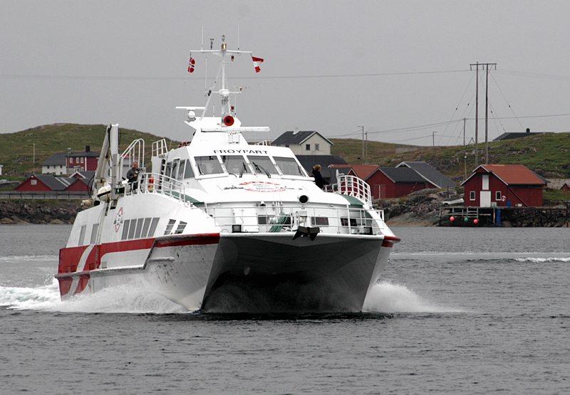 Frøyfart  Tegning av forlenget hekk med port for biltransport og stabilitet.