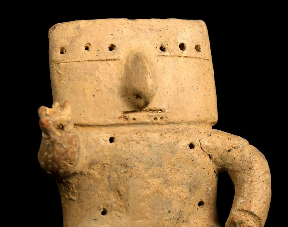 Seated human figure, unknown artist, Columbia, Middle Cauca River Valley, 500-1000 CE, Gift of Dr and Mrs David Taxdal